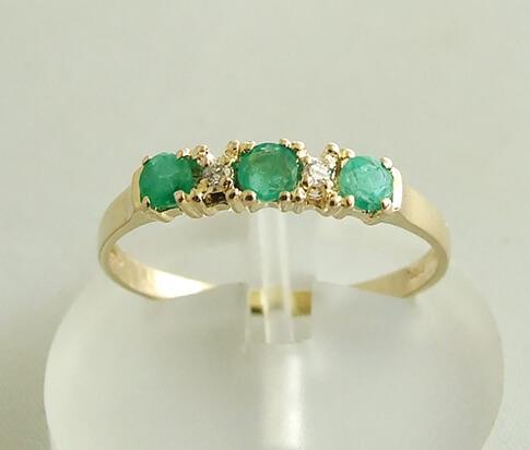 Gouden ring met smaragd en diamanten kopen  Juwelier