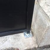 Pivot du portail acier fixé au sol