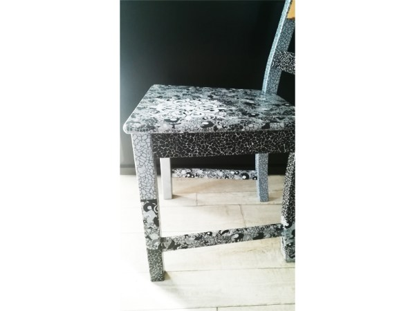 chaise-cadeau-design-noir-gris-moderne-salon-atelierderg-2