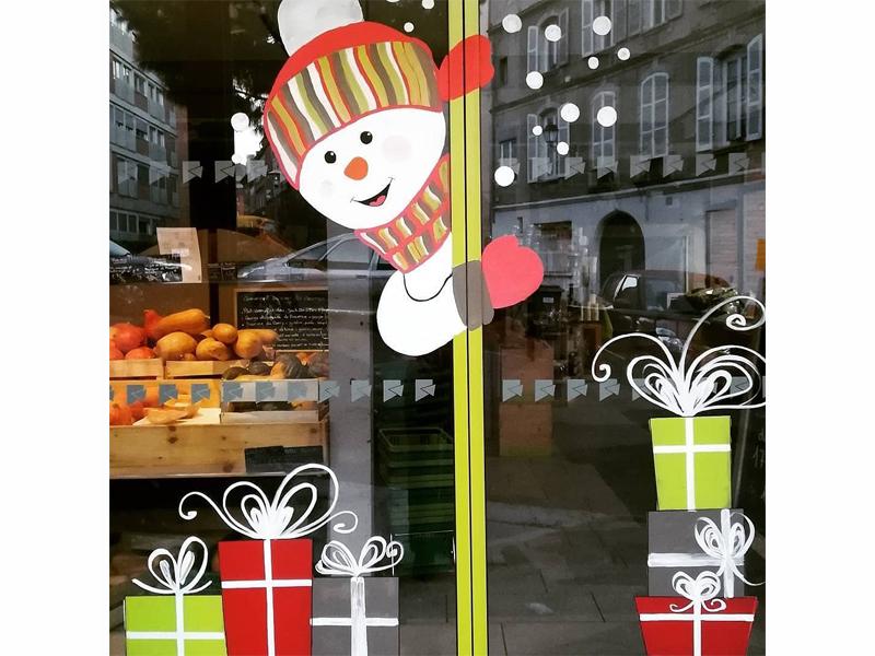 noel-2017-decoration-murale-enfant-vitrine-nature-bonhomme-neige-cadeau-4