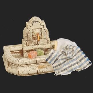 décors de crèche – Santons – fontaine de Fanny avec tissus – Aubagne.jpg