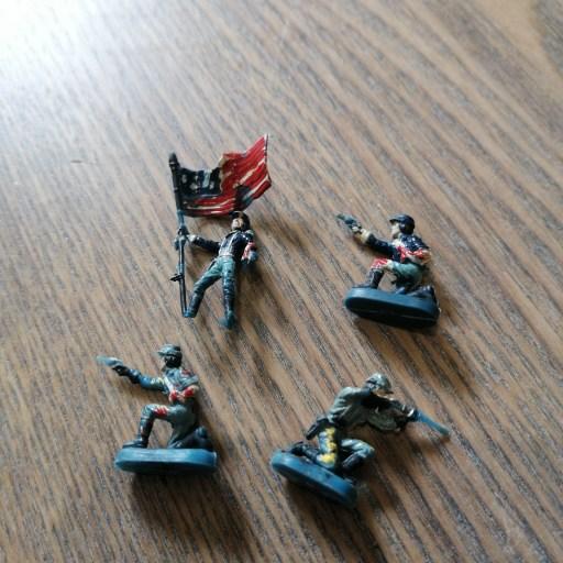 Photo de mes premières peintures de figurines.