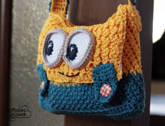 minion-purse-side-look