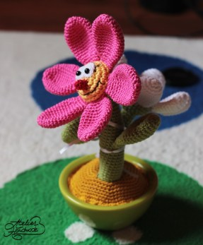 smiley-flower-crochet