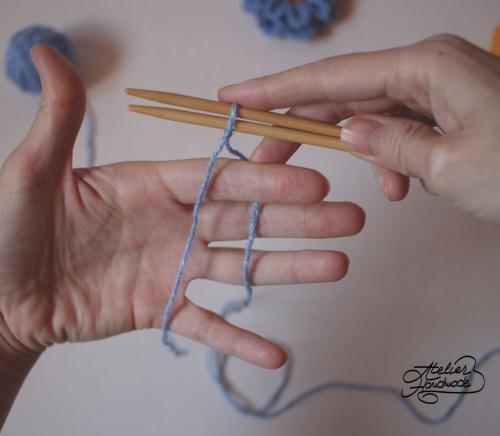 knitting holding the yarn