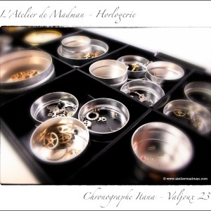 Les pièces propres rejoignent leurs boîtes, également nettoyés au préalable.