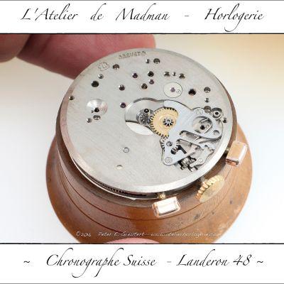 Le côté cadran du mouvement, avec son système de mise à l'heure et remontage.