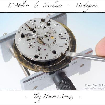 La grosse surprise : le mouvement est collé dans un cercle d'emboitage, lui-même collé au cadran ! Inadmissible pour une montre qui se négociait aux alentours de 2000€ !!!