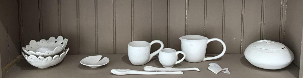 alignement de pièces de porcelaine