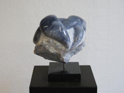 beeldhouwen in blauwe albast