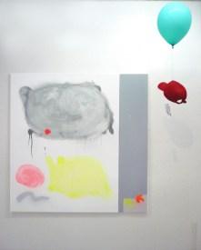 Guillaume Mathivet // Sans titre // acrylique, marqueurs, aérosols sur toile et vernis préventif anti-graffiti // 2013 // Sans titre // casquette Lacoste, ballon, antivol