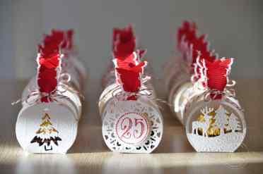 Ballotins de Noël Framelits Joyeuses Etiquettes et son tutoriel par Marie Meyer Stampin up - http://ateliers-scrapbooking.fr/ - Merry Tags Framelits Dies - Frôhliche Anhänger Framelits Fromen