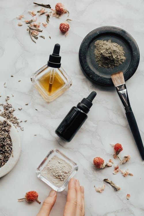 Faire son shampoing avec une recette maison facile et efficace ? Vous êtes au bon endroit ! post thumbnail image