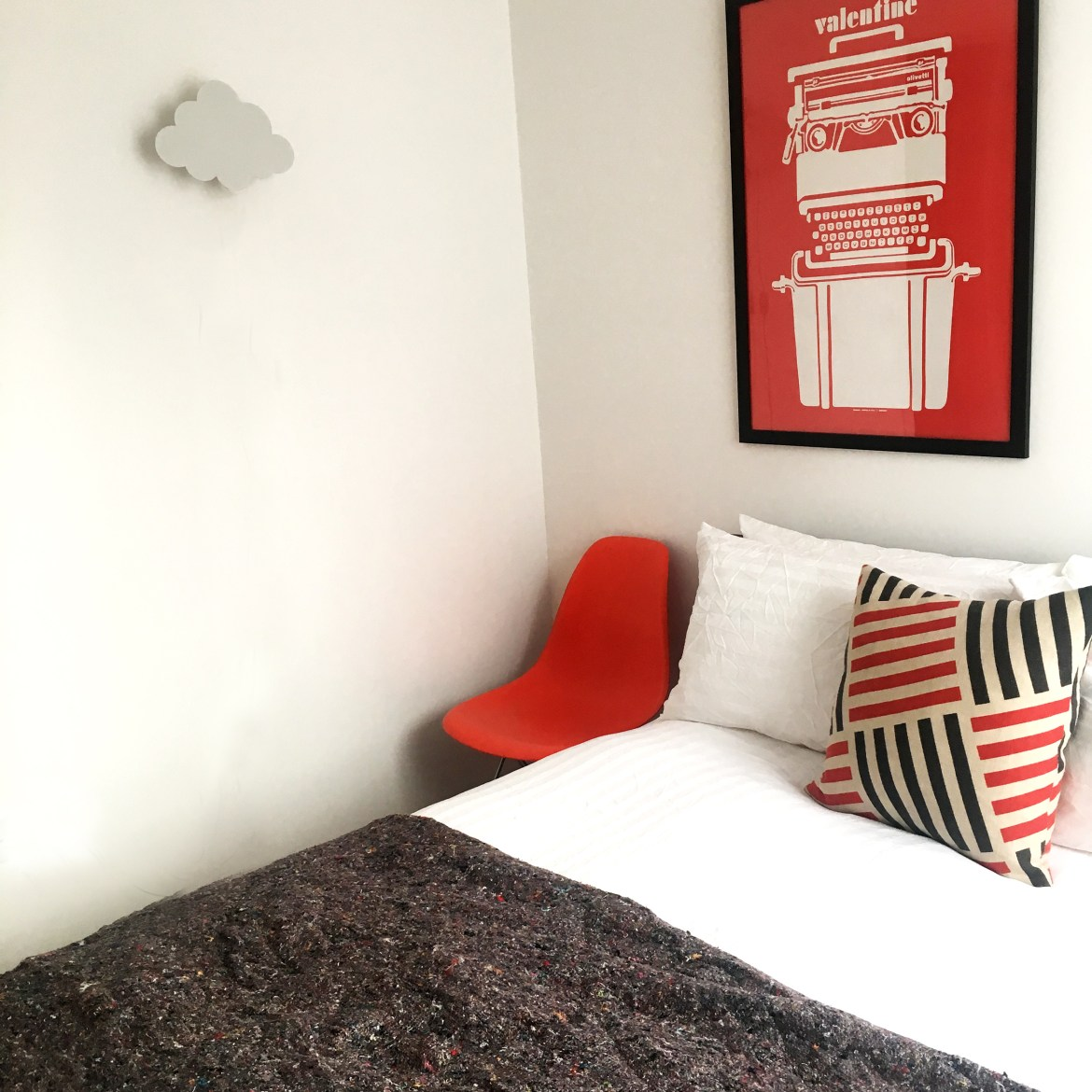 ottoman-bed-small-guest-room