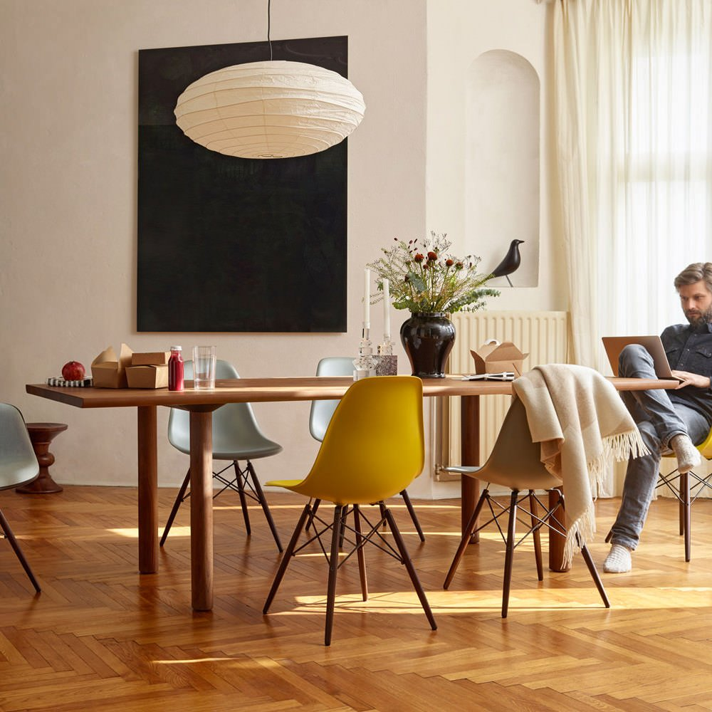 vitra-charles-ray-eames-dsw-chair-dining-table
