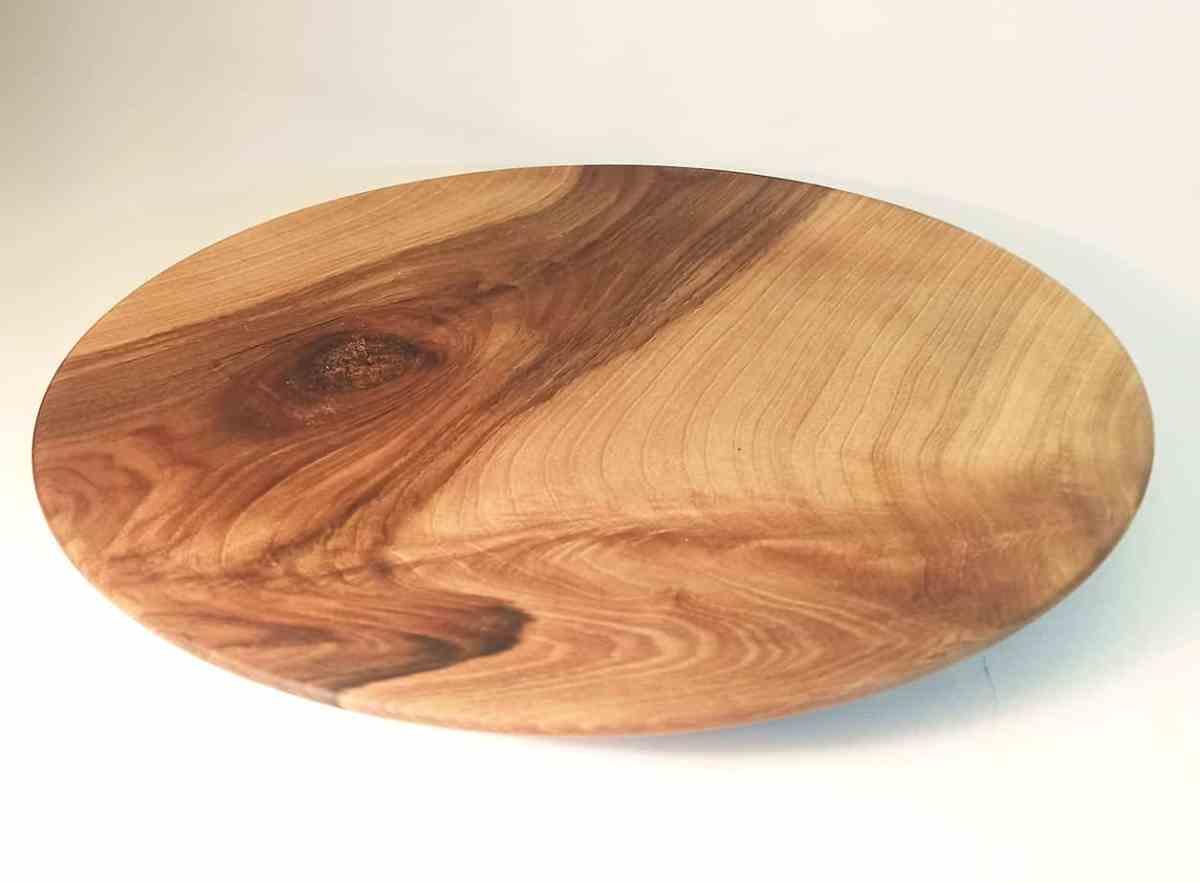 assiette polyvalente en bois de noyer tourné