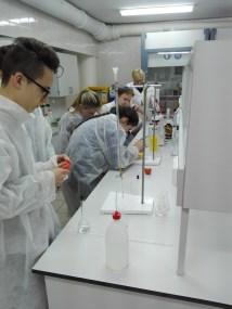 Praktinis seminaras Vilniaus Žemynos gimnazijos moksleiviams Chemijos laboratorijoje