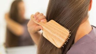 傷んだ髪は毎日のケアで変わる!使うだけでサラサラになる人気ヘアブラシ♡