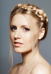 9 glamorous prom hairstyles