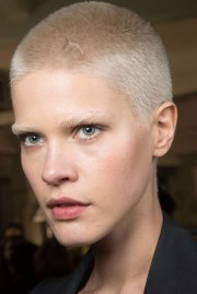 women buzz cut pull