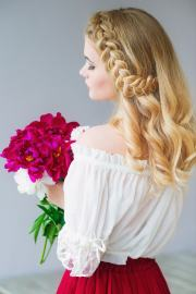 flower girl hairstyles flatter