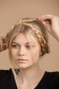 How to: Get a milkmaid braid in 5 easy steps with our tutorial