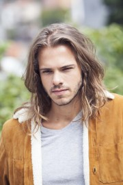 edgy long hairstyles men pull