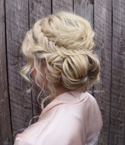 top curly prom hairstyles 2019