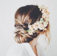 Wedding hair flowers: 9 floral looks for your big day ...