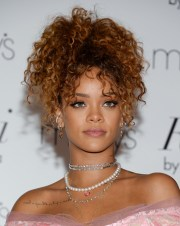 8 iconic times rihanna's hair
