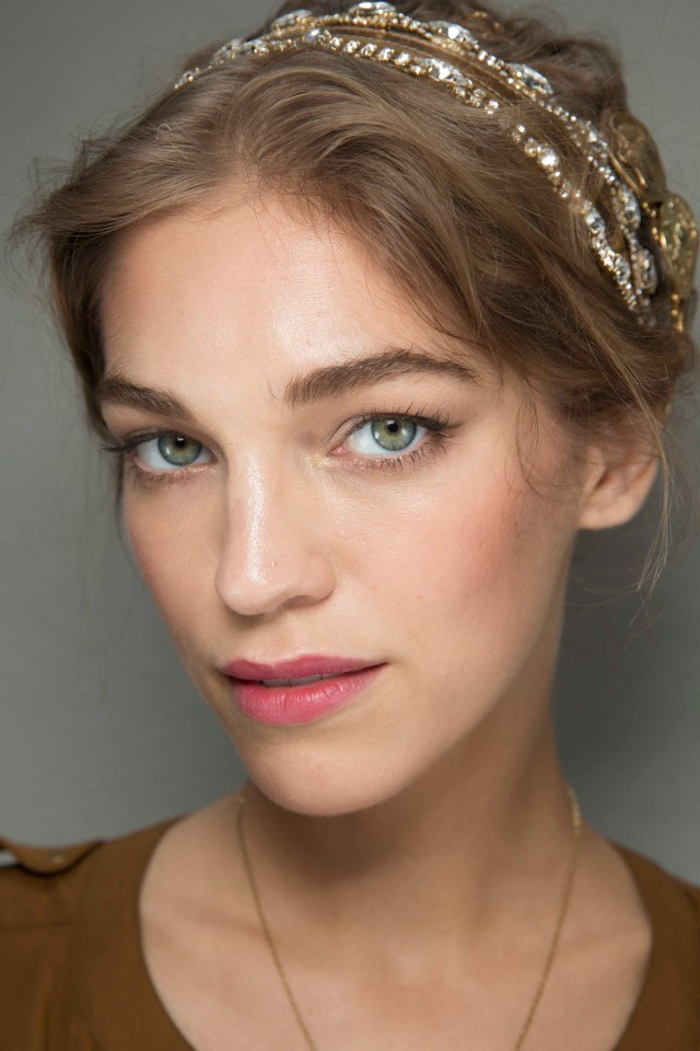 11 glitzy wedding guest hairstyles for end-of-year weddings