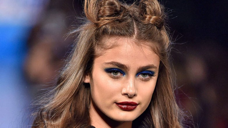 17 Different Ways To Wear Trendy Space Buns And 2 Tutorials