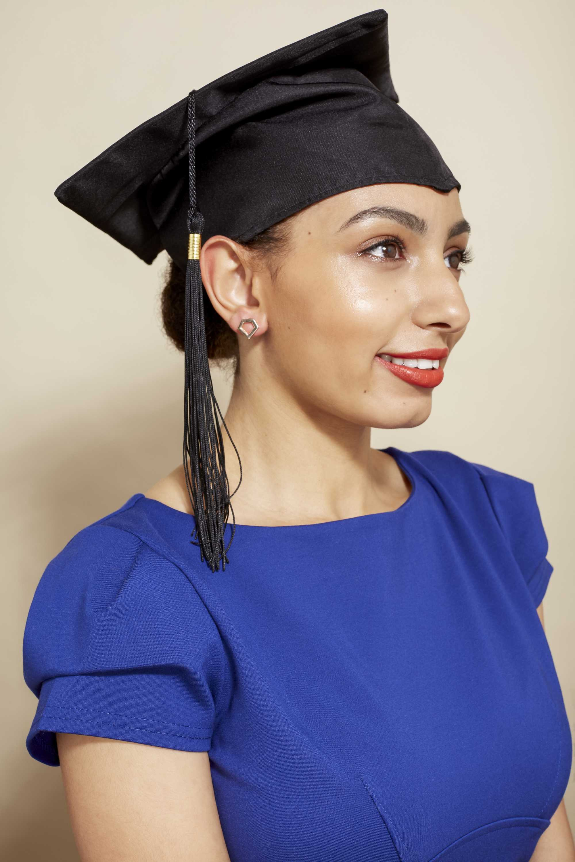 10 Top Graduation Hairstyles To Wear With Your Cap