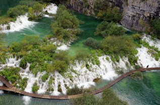 first walkway - plitvice - hdr