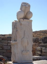 Column_with_Phallus_at_the_Stoivadeion_-_Island_of_Delos,_Greece