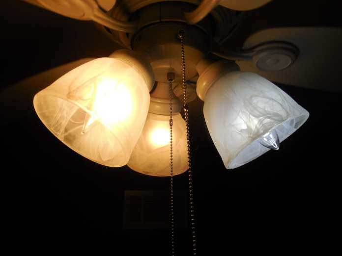 Two_Incandescent_Bulb_and_One_LED_Bulb