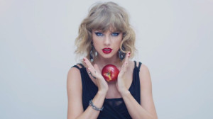 Taylor Swift with apple