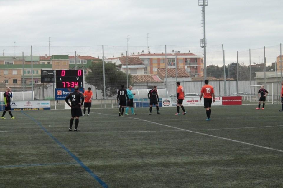 Momento en el que el árbitro expulsa a González (dorsal 17).