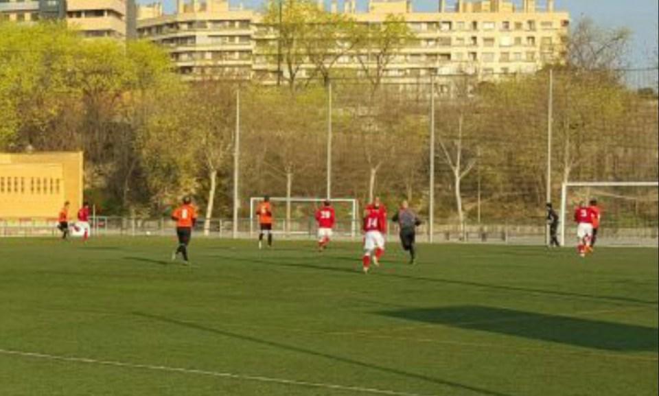 David González se escapa por la banda izquierda con Jordi ya colocado en posición de remate dentro del área.