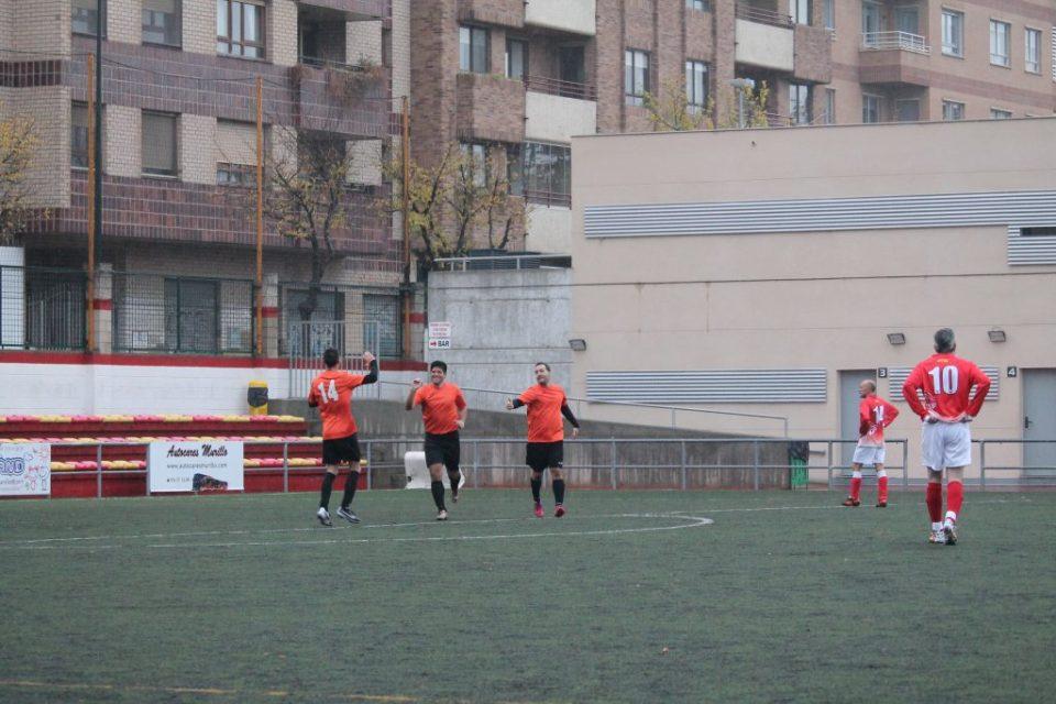 ATHLETIC ROMPEOLAS. Joaquín, David González y Posadas celebran el 1-0.