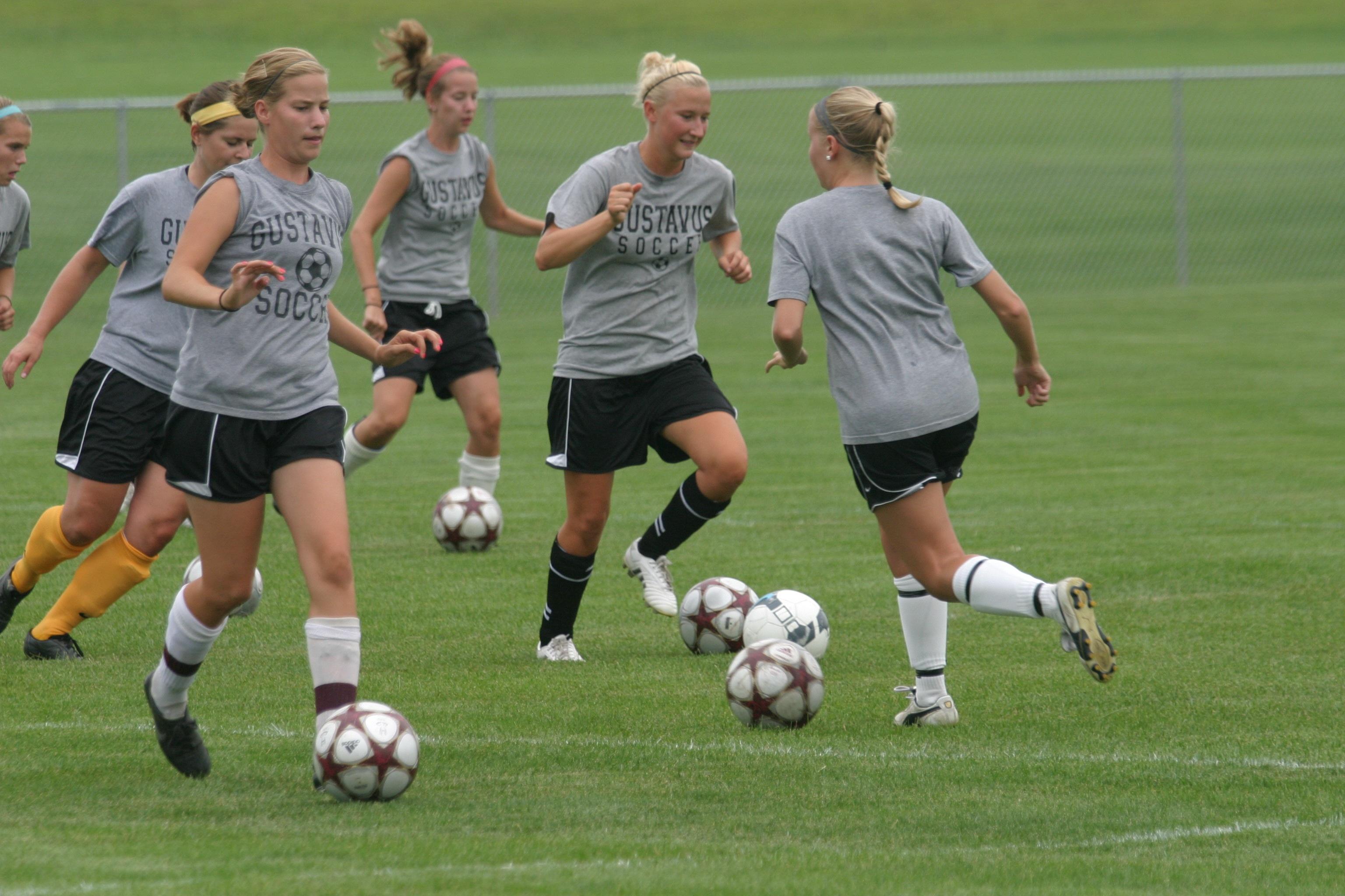 Women S Soccer Reports For Pre Season Workouts