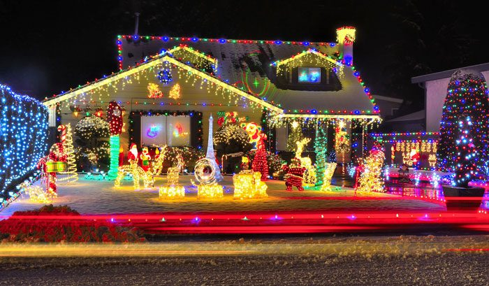 Multicolored vs. White Holiday Lights: The Debate Rages On