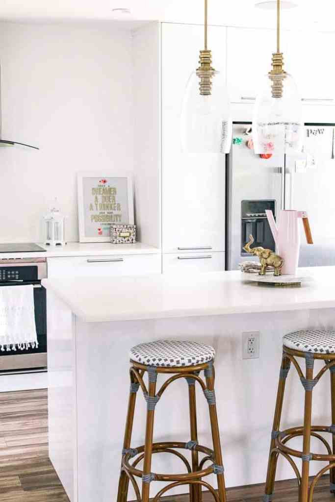 how to update a rental kitchen and get your deposit back. Ideas on how to DIY counter tops, cabinet doors, backsplash, floors, and fridge. Hacks to makeover ugly apartment kitchen decor and upgrade it with contact paper, peel and stick tile, and removable wallpaper
