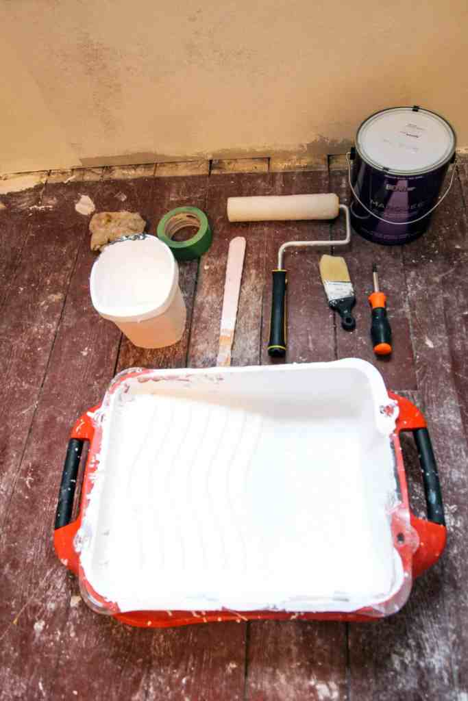 how to paint a room super quick. Painting: How to Paint a Room Fast... Awesome tips from a pro painter. Painting with a roller- a DIY video tutorial with tips on how to paint a wall white without streaks. Plus, how to cut in without tape.