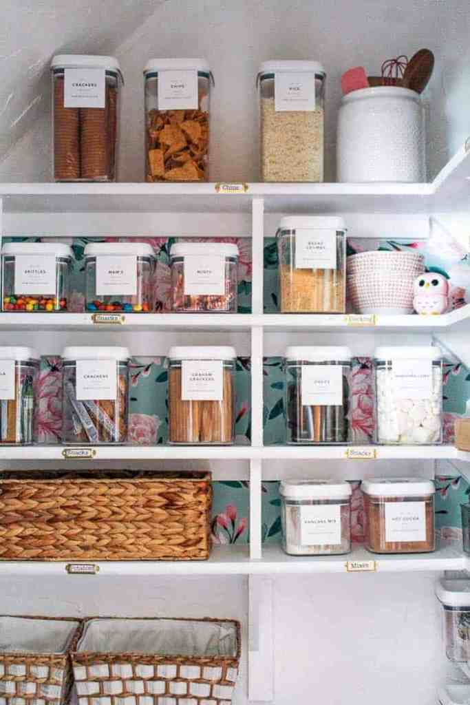 I've had a few drawers that are full of clutter, so it's time to get organized. I share my favorite organizing tips and affordable organizing bins to get your home organized. If you need ideas for which bins to use, I've got you covered! #organizingtipsandtricks #organizedhome #affordableorganizationideas