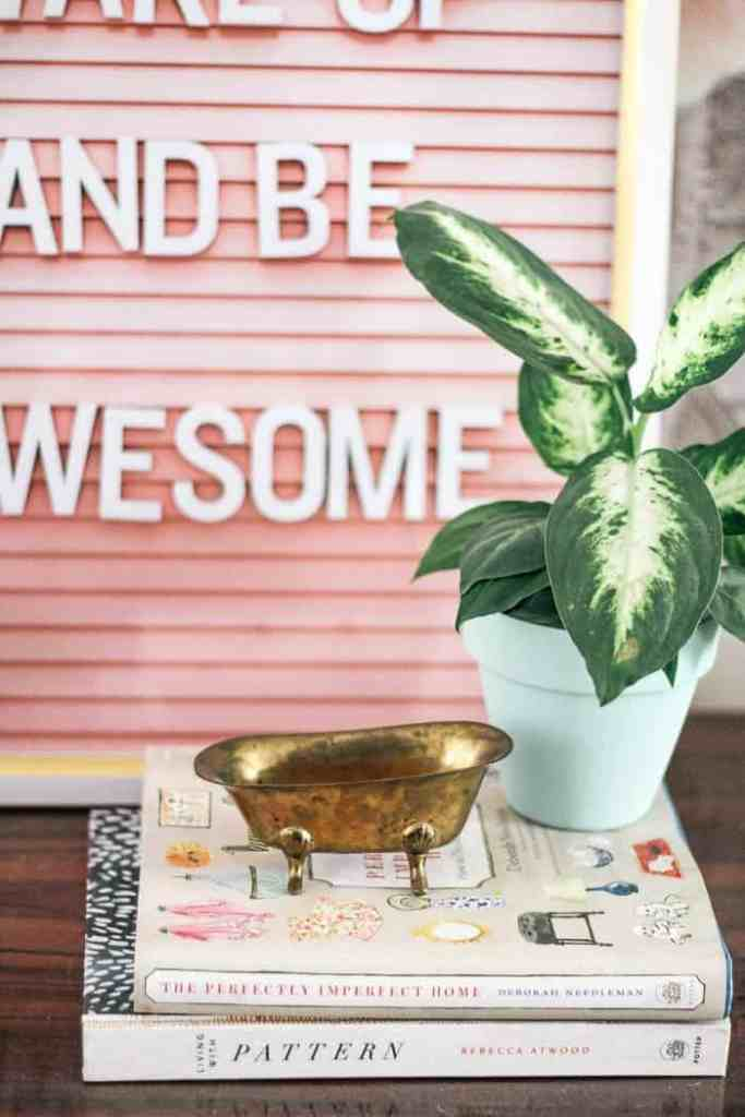 Flea market shopping tips: Ideas for how to Shop Flea Markets and Antique Malls Like a Pro! This is the VERY BEST Way to Find Budget Beautiful Home decor! Great Tips for how to add them to the design of your home! Thorough- All Info you need to know is in this Post! Plus sources for online finds and photos of cute booths #decor