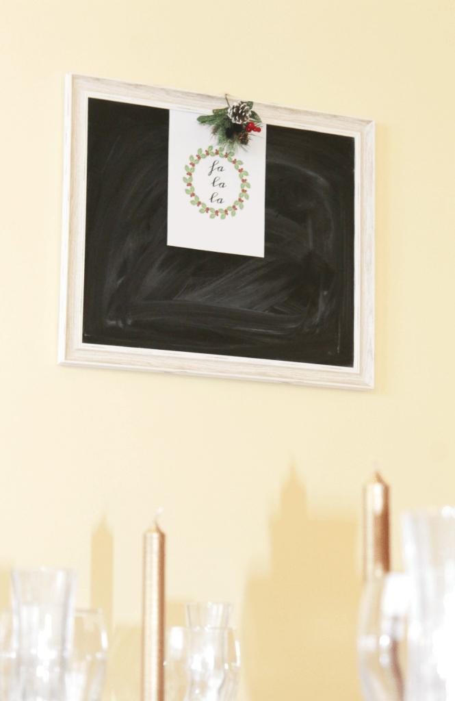 christmas-dinning-room-chalkboard
