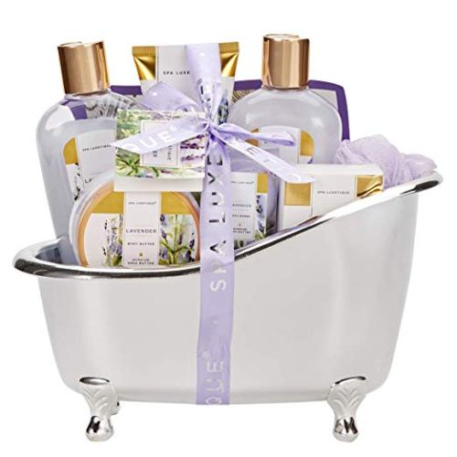 Lavender Spa Basket With Essential Oils - Holiday Gift Guide for Moms and Dads - Parents Gifts - Spouse Gifts - At Home With Zan-