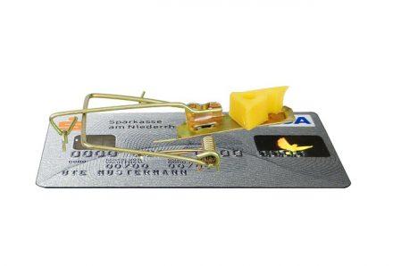 כרטיס אשראי עם מלכודת עכברים