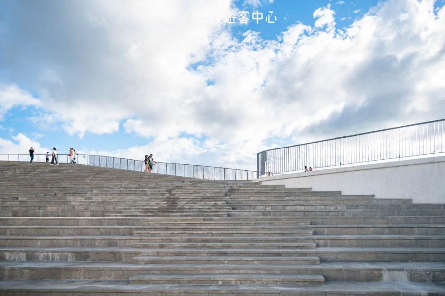  台南景點 七股遊客中心,IG打卡新景點,絕美水上步道、天空階梯、鹽山地景意象建築物超好拍